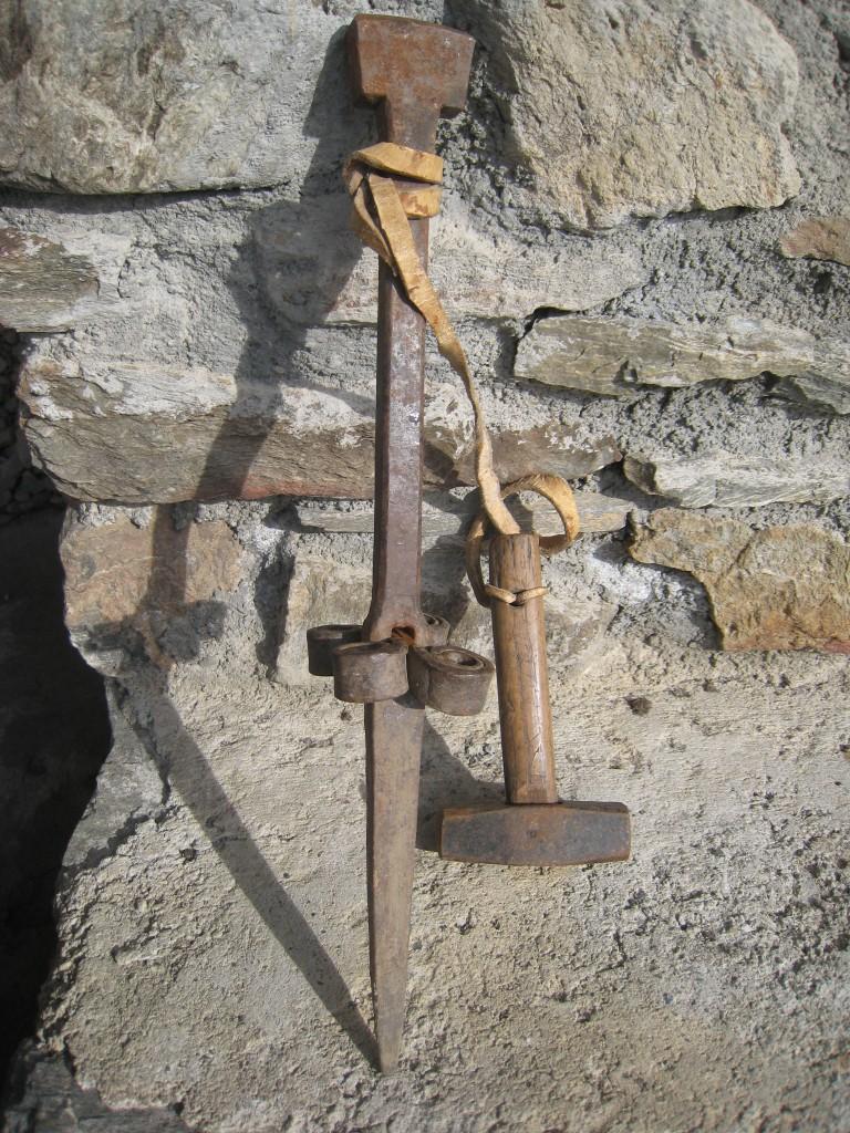 """Une enclume portative et son marteau : """"les martelleuses"""""""
