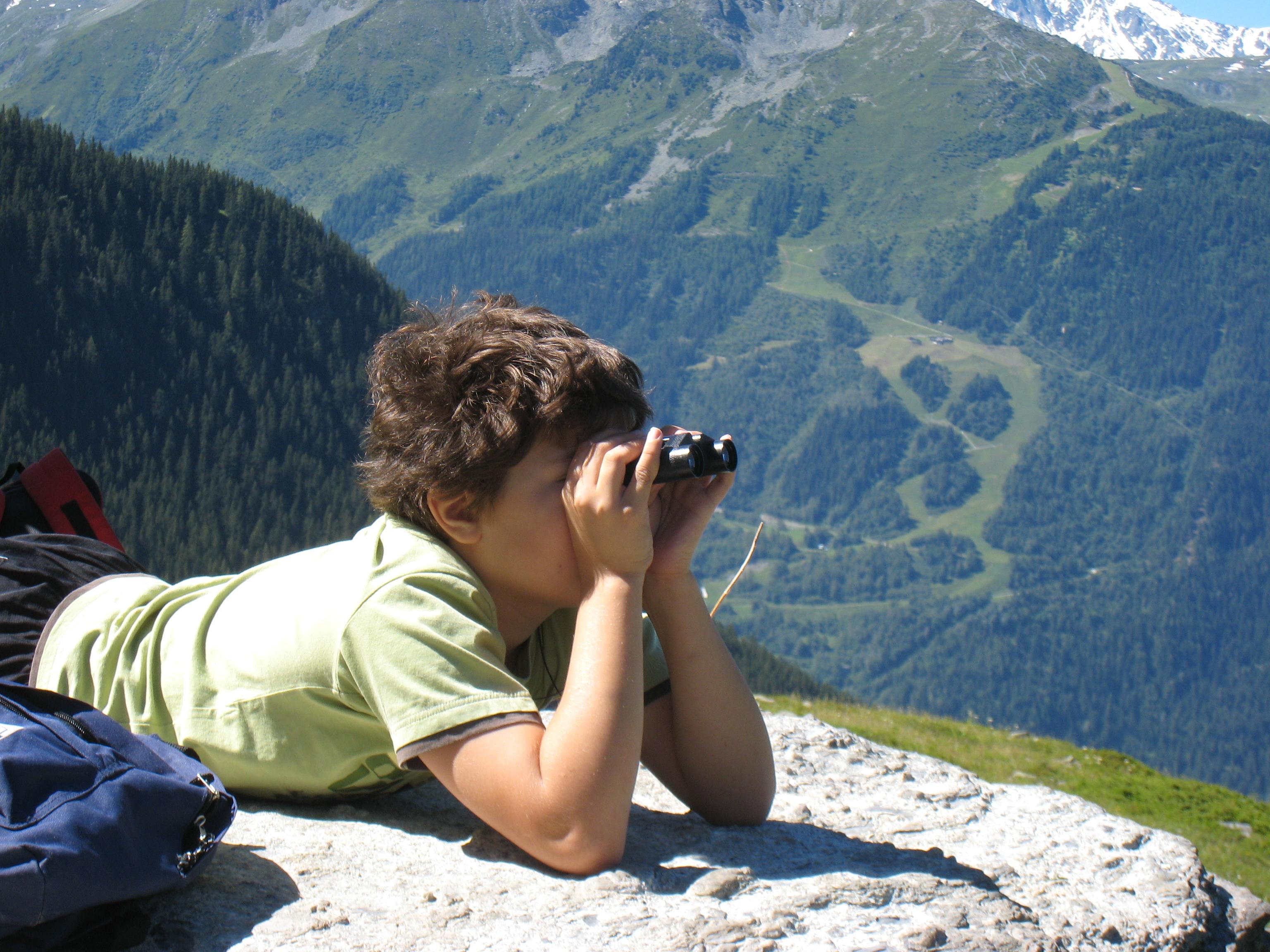 Gite-Ecombelles-Observation-faune-montagne-jumelles